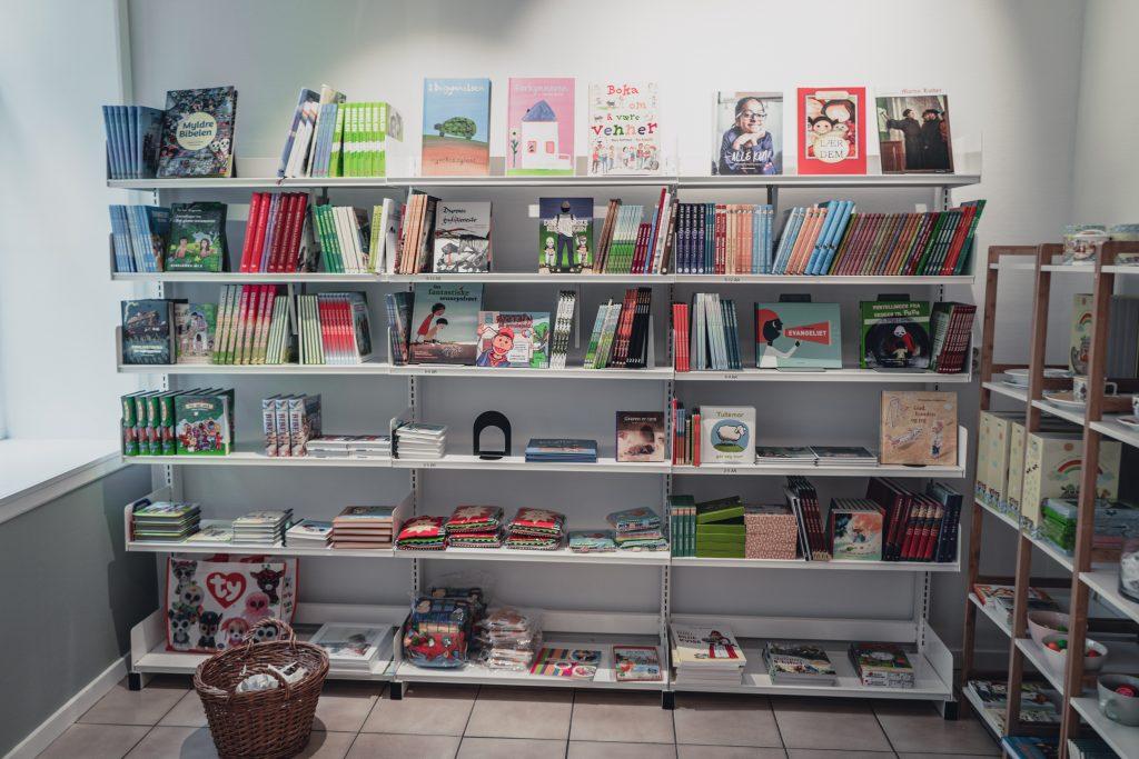 barnebøker i butikken