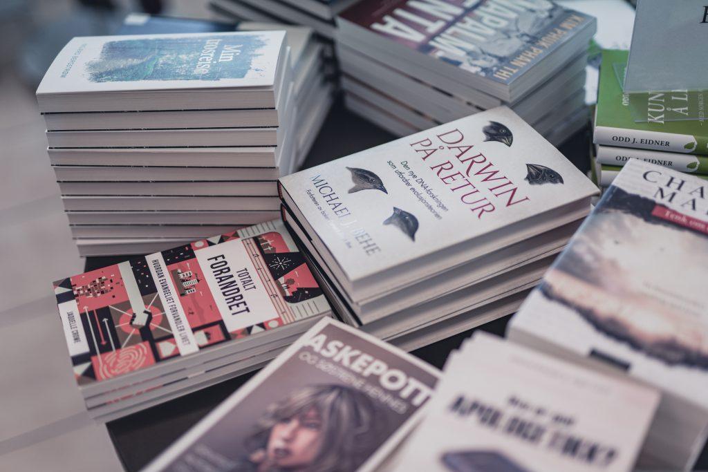 bøker for voksne i butikken